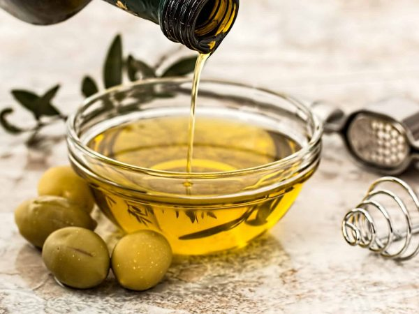 Oliven, Olivenöl in Schale
