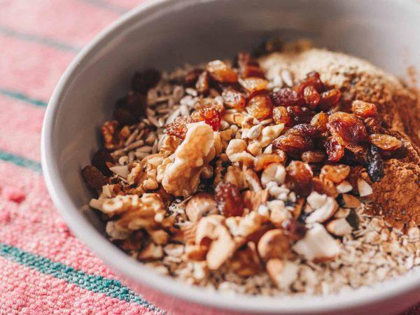Müsli mit Samen und Nüssen