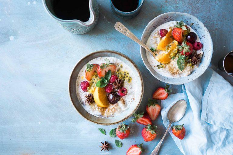 Wie man Haferflocken zum Frühstück macht, um Gewicht zu verlieren