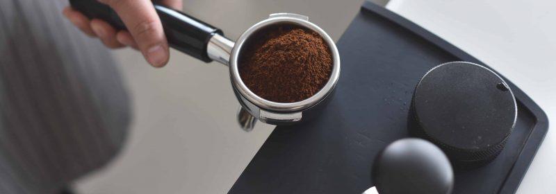 Gemahlener Kaffee im Siebträger