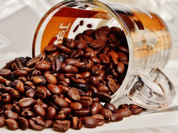 Kaffeeglas mit Bohnen